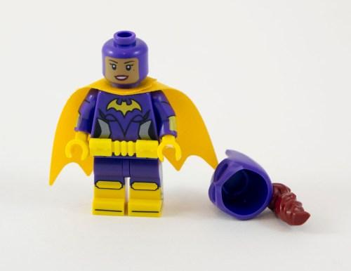 70906-batgirl-cowl-off