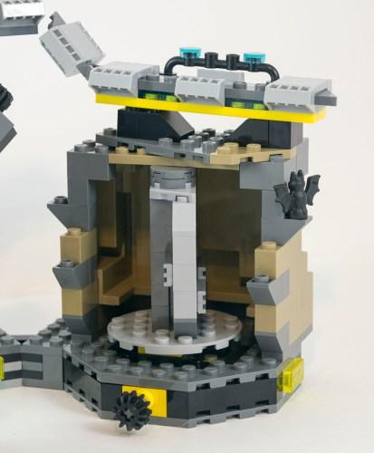 70909-batcave-costume-changer