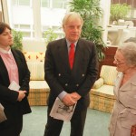 Former HK Governor Chris Patten at the Foreign Correspondents' Club with FCC President Diane Stormont and Claire Hollingworth in 1998.