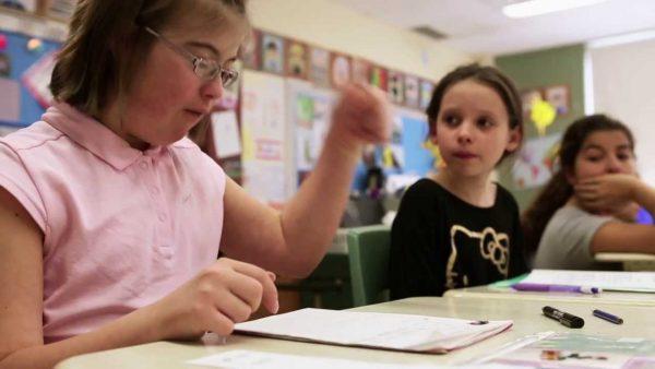 Aide à la scolarisation des enfants en situation de handicap