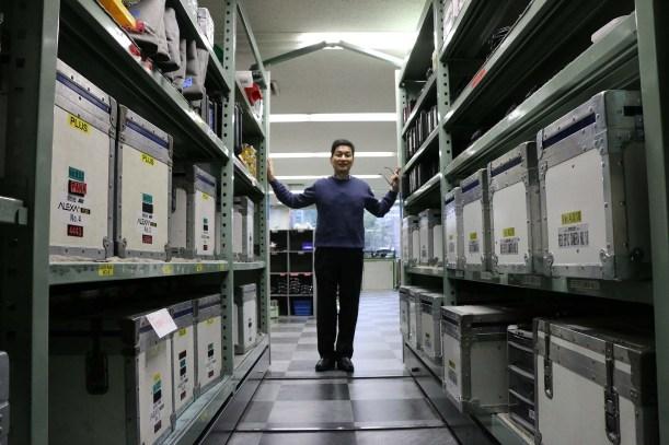 Masa and motorized shelves