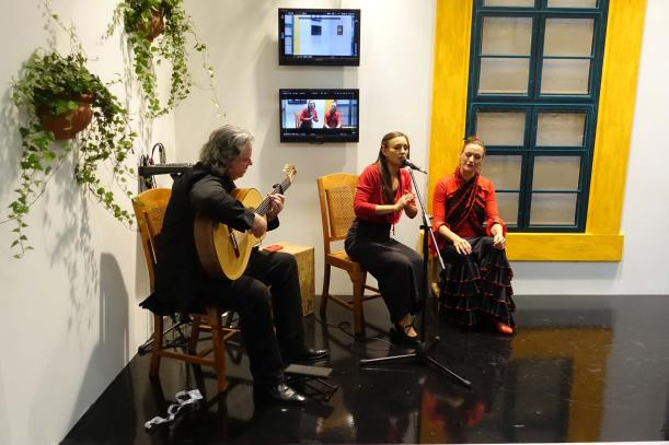 Flamenco in bright Angenieux rouge
