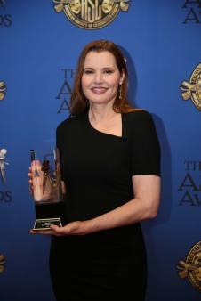 Davis-accepts-Ridley-Scott-Award