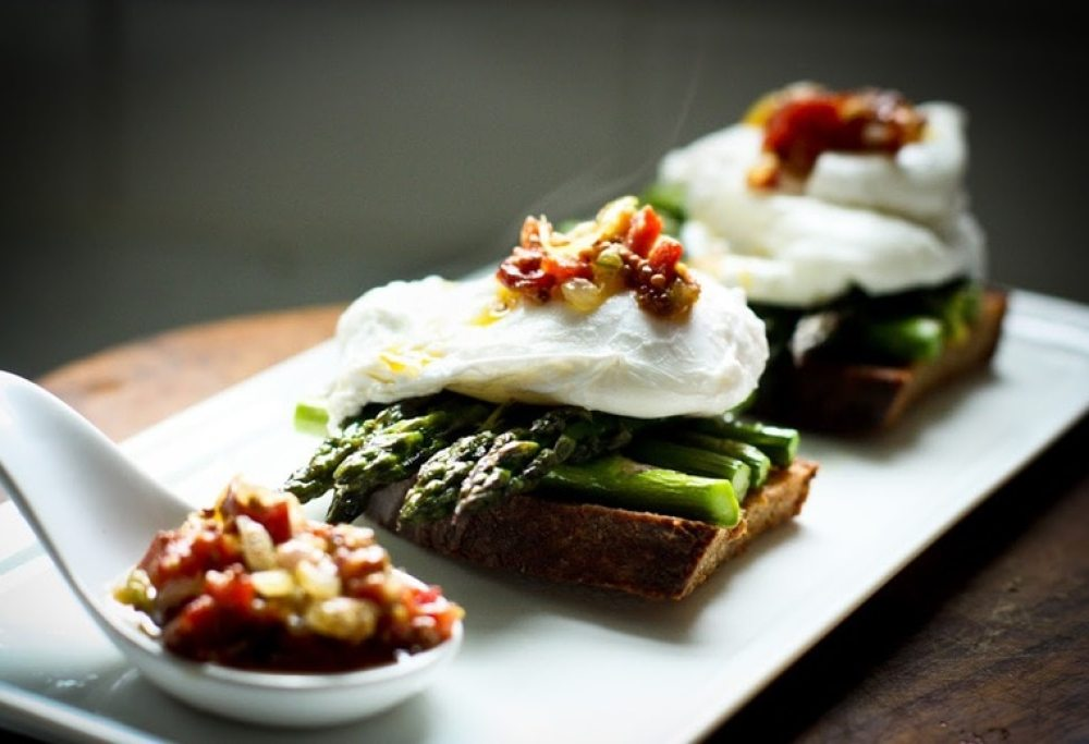 Asparagus with Poached Egg and Warm Bacon Vinaigrette