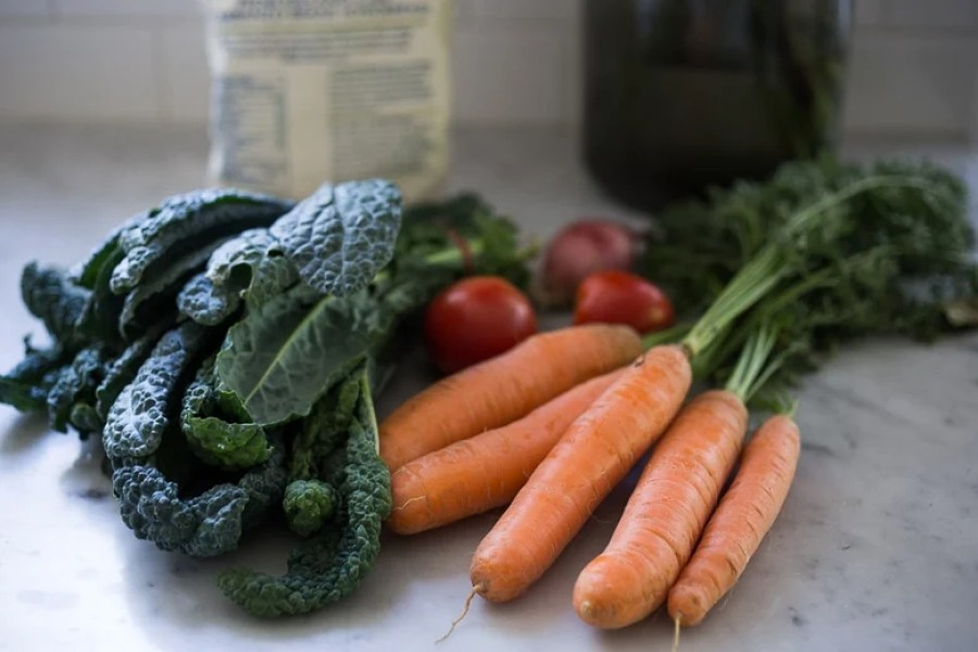 How to sort through your CSA Box- a simple 4 step MEAL PLAN - a good way to use up all your produce. www.feastingathome.com