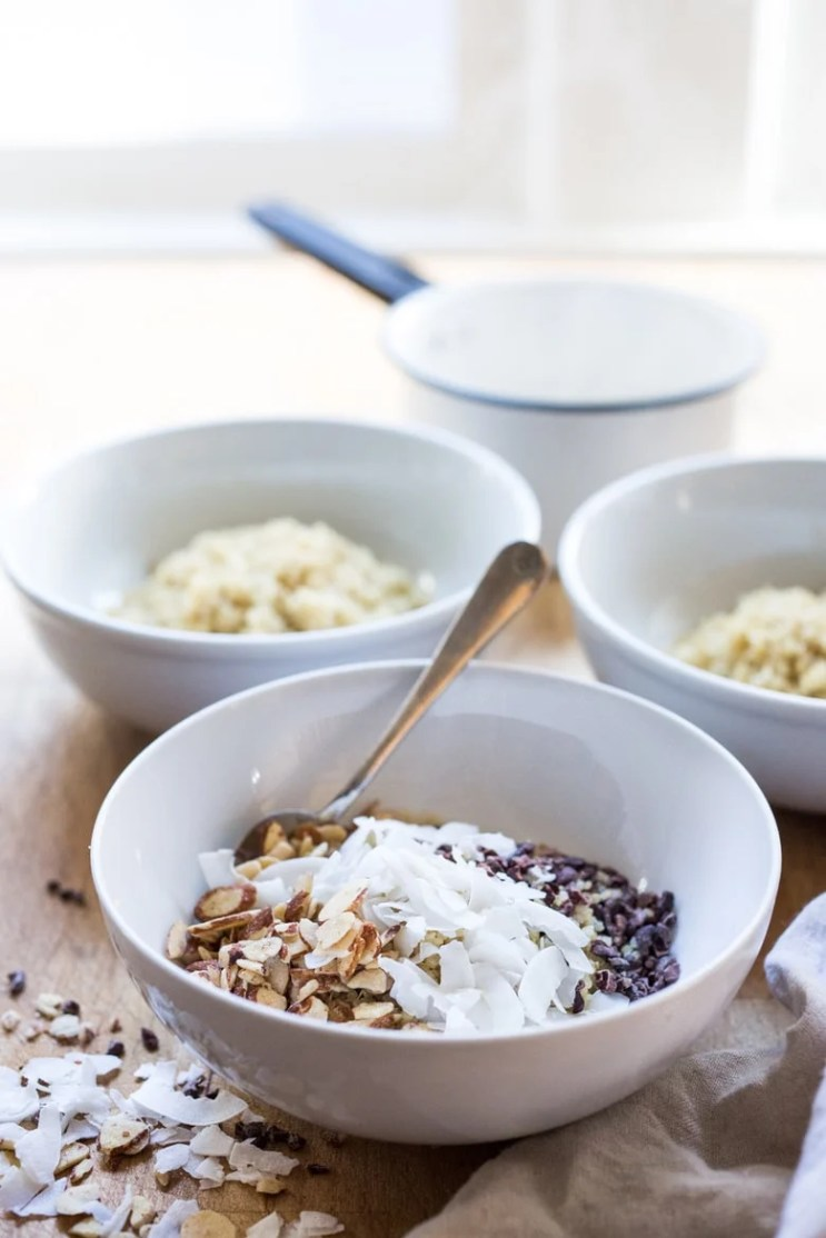 ALMOND JOY MORING BOWL - 5 Morning Grain Bowls to prep ahead for the busy workweek. Healthy, gluten free and vegan adaptable. | www.feastingathome.com
