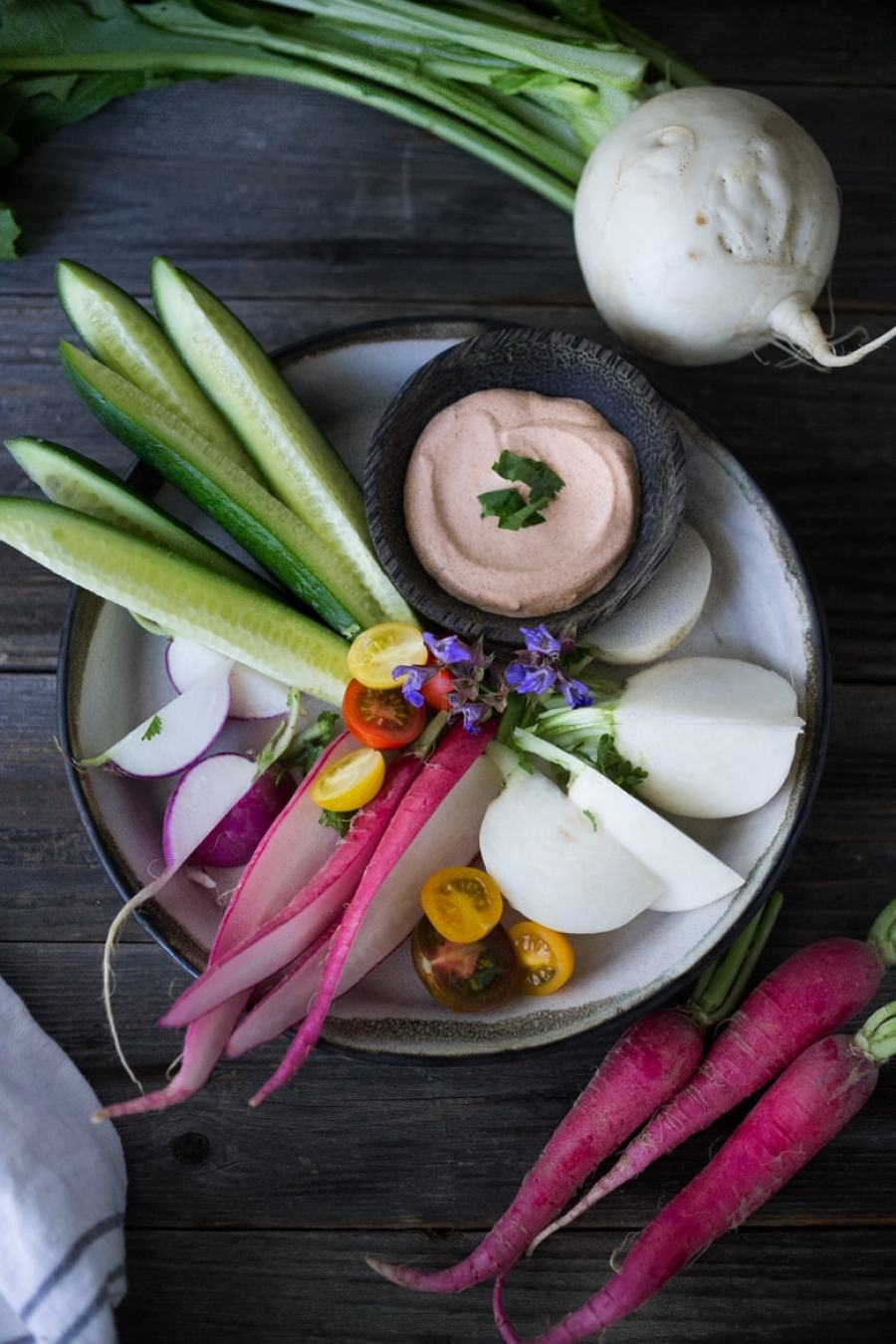 Farmers Market Veggie Plate with Dips- a flavorful, delicious & healthy snack! vegan & gluten free! | www.feastingathome.com