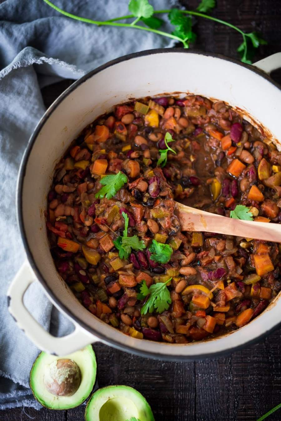 Clean out your fridge, QUICK VEGAN CHILI - loaded up with healthy veggies and beans, this deep and complex recipe will convert meat-eaters! Make a big batch on Sunday, then serve it during the busy workweek! | www.feastingathome.com