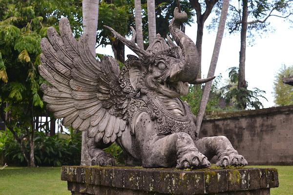 Chedi Statue