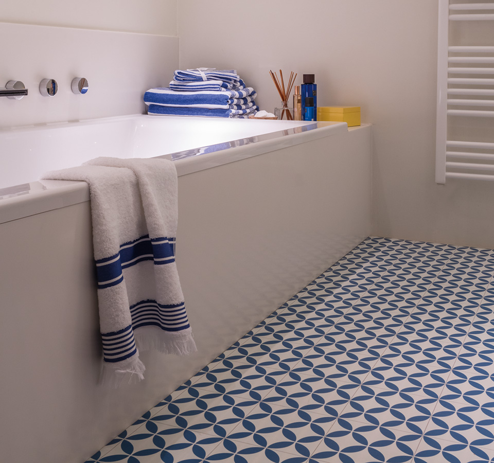 Ronda blue sheet vinyl flooring 2m wide 16 per m2 for Blue vinyl flooring bathroom