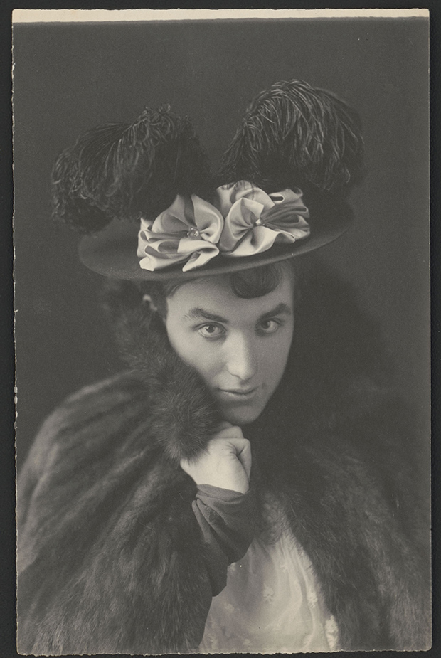 05.-Johnston_thompson-dressed-as-woman
