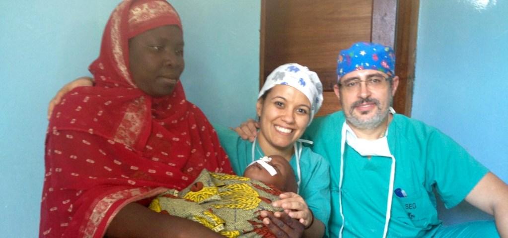 foto cirujanos y paciente en ndala