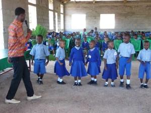 Ceremonia de fin de curso en la Escuela Infantil de Mwanzugi