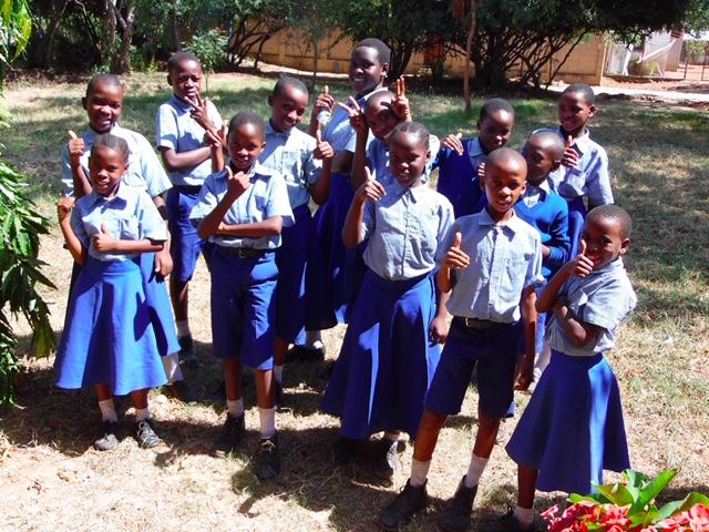 Foto de los niños becados por FECS