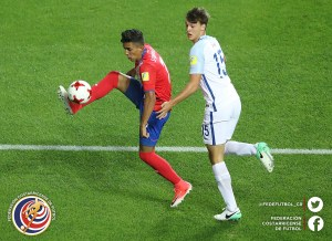 JEONJU, SOUTH KOREA - MAY 31: Barlon Sequeira of Costa Rica is challenged by Dael Fry of England during the FIFA U-20 World Cup Korea Republic 2017 Round of 16 match between England and Costa Rica at Jeonju World Cup Stadium on May 31, 2017 in Jeonju, South Korea.  (Photo by Robert Cianflone - FIFA/FIFA via Getty Images)