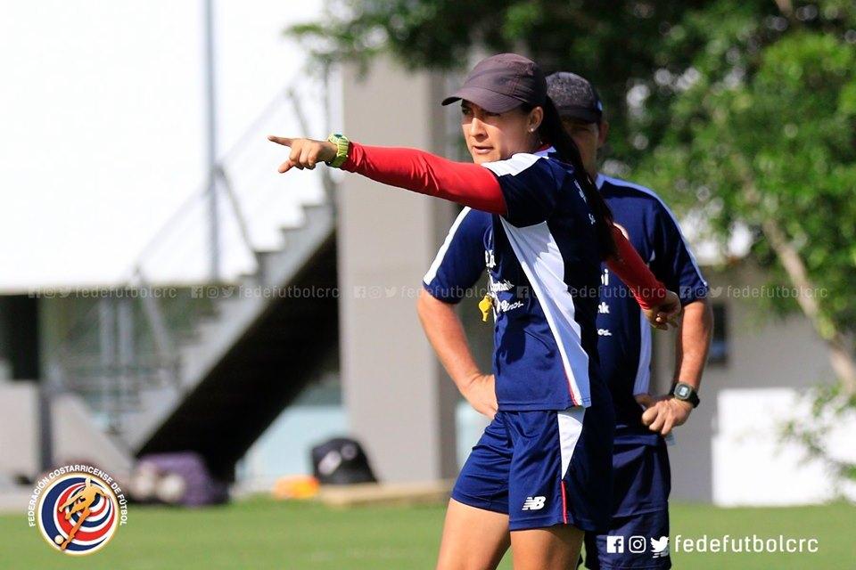 """Amelia Valverde """"Esto es más que fútbol, somos embajadoras"""""""