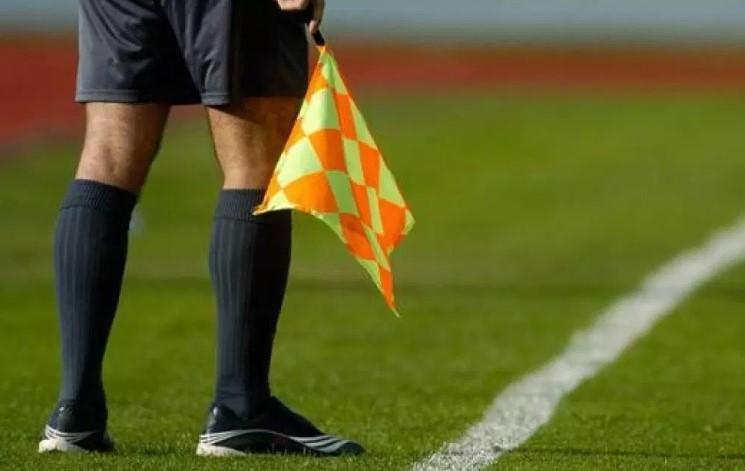 IFAB aclaró: escupir a cancha o sonarse la nariz no ameritan tarjeta amarilla