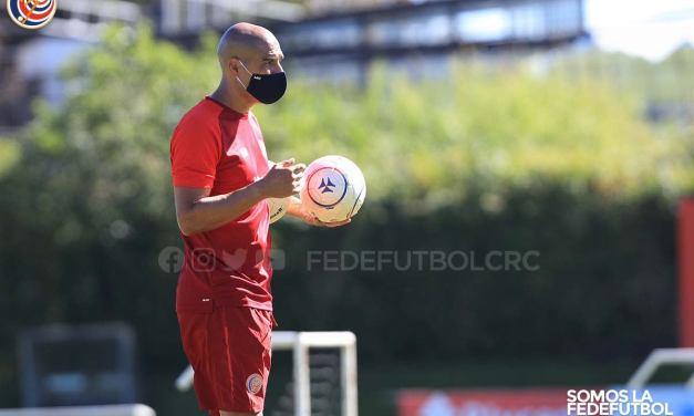 Douglas Sequeira definió los jugadores para el cierre de preparación