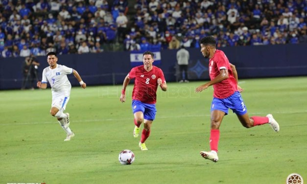 Costa Rica y El Salvador empatan a 0 en su último ensayo previo a la eliminatoria