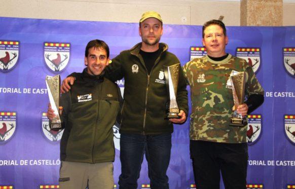 podium-ganadores-becadas
