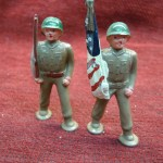 2 BARCLAY POD FOOT SOLDIERS #901 & 977 – CARRYING FLAG & UNDER MARCHING ORDERS