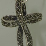 BEAUTIFUL STERLING SILVER SPARKLING MARCASITE CROSS PENDANT NECKLACE!