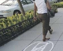 No Cellphones sidewalk – il marciapiede per chi non telefona