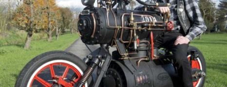 E se le Moto andassero a vapore? Valentino Rossi vincerebbe comunque! – Revetu Black Pearl: steampunk motorcycle powered by a steam engine