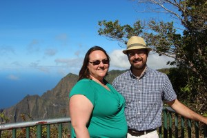 Clare and Rob at the Kalalau lookout
