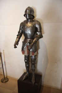 Pointy-toed coat of armor
