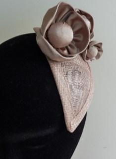 bibi avec fleurs en soie par Fée au Château couturière costumière à Versailles