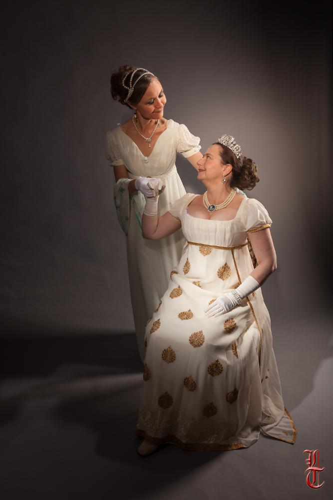 Robes de style empire en mousseline et crêpe de soie par Fée au Château couturière costumière à Versailles