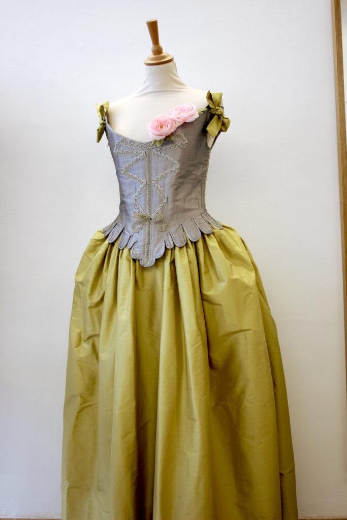 Costumes baroques sur mesure par Fée au Château vos créations couture à Versailles