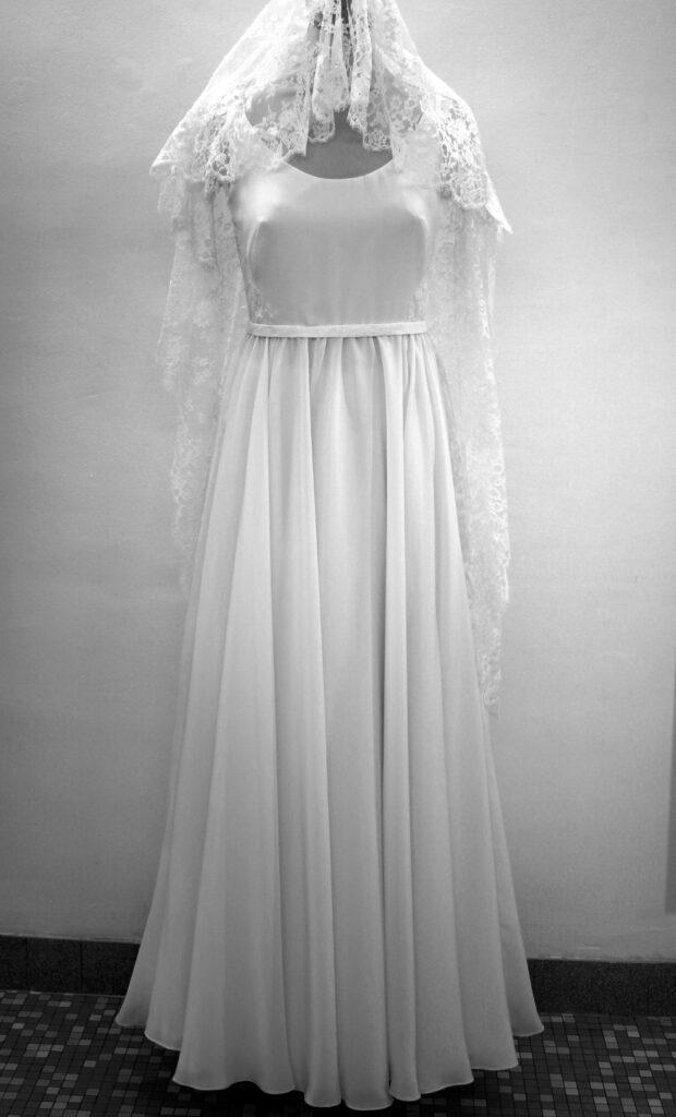 Robe de mariée par couturière à Versailles