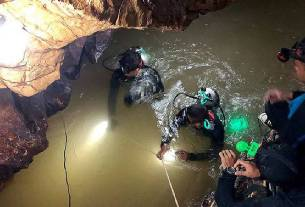 Thailand Cave Rescue,thai under-16 football team,navy seal died