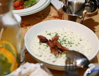 supa mustar burger van bistro