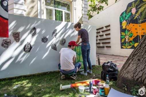 Un-hidden Bucharest – Sorina Vazelina & Primitiv print instalație la Lente