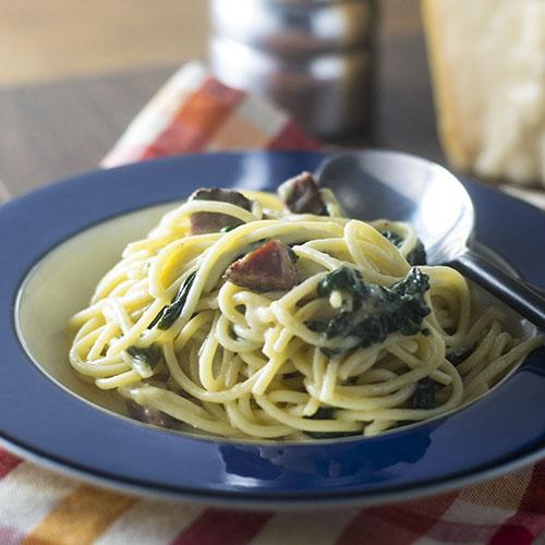 Spaghetti Salami e Pepe #Italianfood #pasta #salami | feedyoursoul2.com
