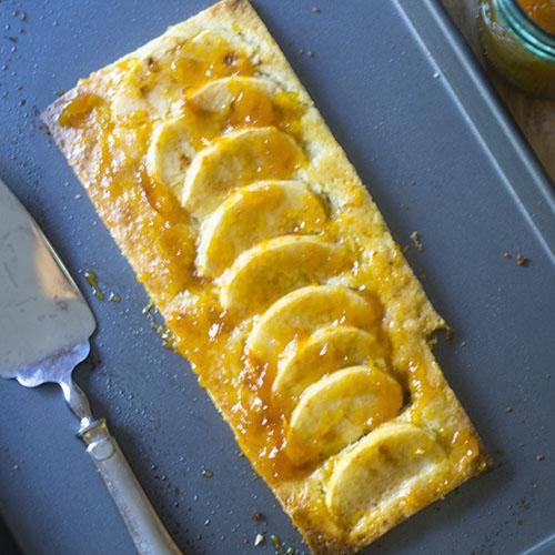 Easy Apple Tart Recipe #dessert #tart #apples   feedyoursoul2.com