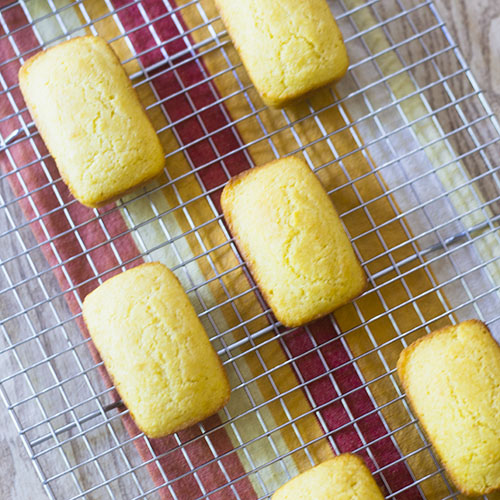 Easy Mini Cornbread Recipe #cornbread #bread #miniloave | feedyoursoul2.com