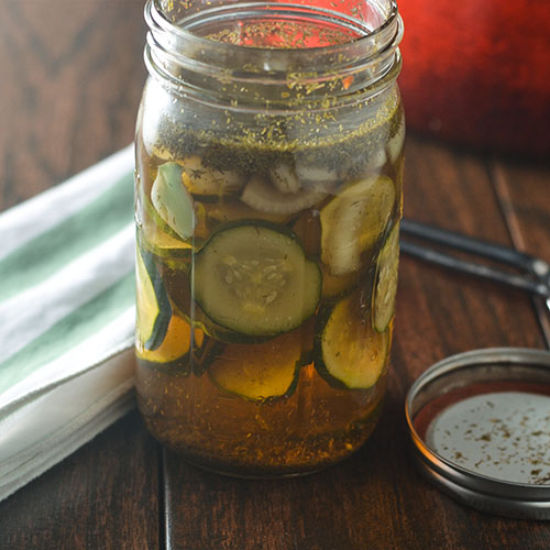 Spicy Garlic Pickles #pickles #canning #garlic | feedyoursoul2.com