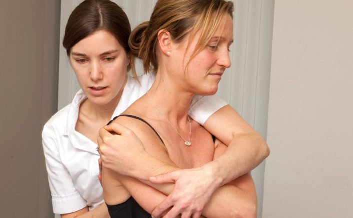 Warwick & leamington spa osteopath, Emma Lipson treating back and shoulder pain