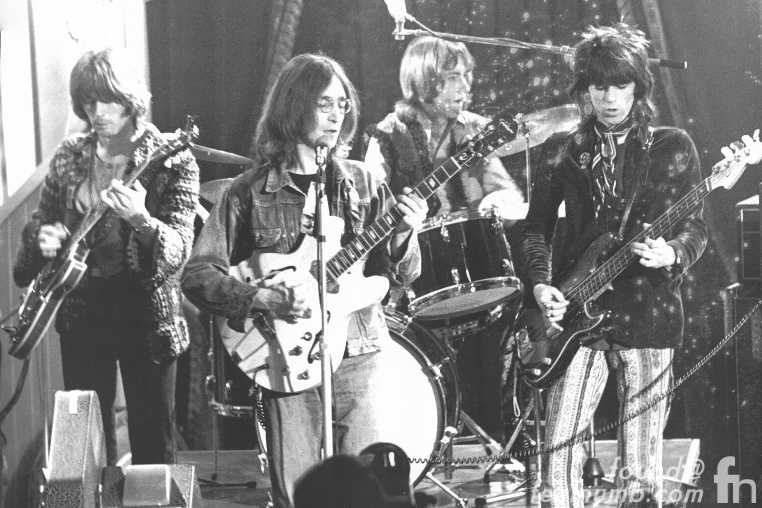 This is What Eric Clapton and John Lennon Looked Like  in 1968