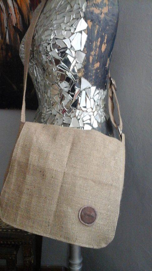 sac besace en toile de jute paillettée