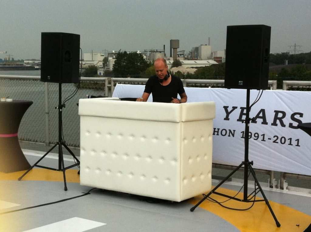 DJ-boeken-DJ-Boot-gecapittonneerd-wit