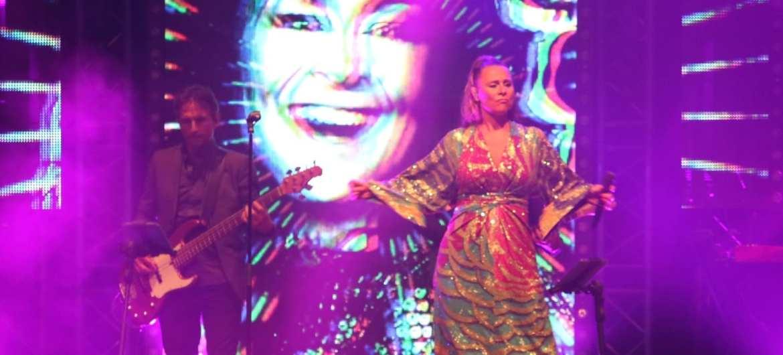 Heideweek sluit af met Trijntje Oosterhuis en Xander de Buisonjé samen met Boston Tea Party | feestband.com