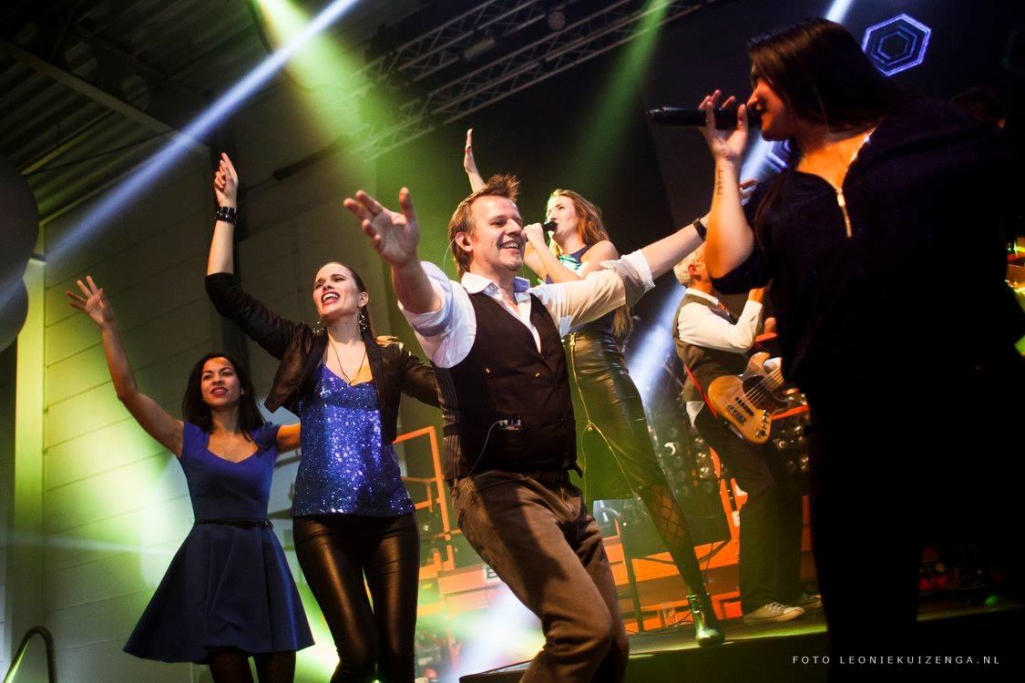 Backstage bij optredens feestbands Boston Tea Party en Got the V!BE! feestband.com