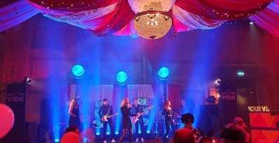 De Lichtfabriek verandert in een freakshow / carnivale samen met Got the VIBE   feestband.com