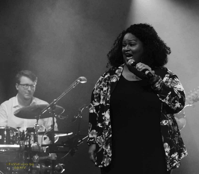 Big Black And Beautiful swingt samen met Boston Tea Party tijdens Aemstie Alive | feestband.com