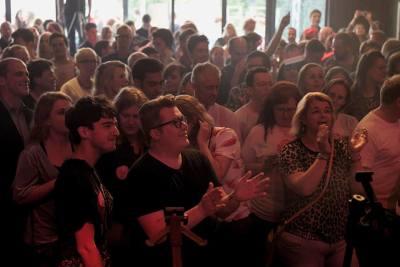 Eurosongfestival avond wordt historische moment bij Pllek in Amsterdam   feestband.com